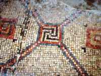 Чудо древней синагоги - античные свастики из мозаики