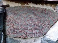 Древние руны в основании дома
