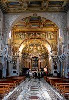 Внутри базилики Санта-Прасседе, титульной церкви